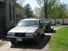 The 1991 Volvo 940 Turbo Wagon hard at work... Pulling a 1989 780 from Buffalo home to part it out...