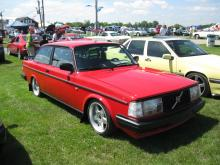 """Volvo 244 w/ Borbet 17"""" Type E's"""
