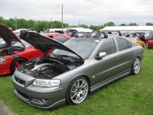 I love the Metalic paint in this Volvo S60 R